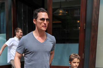 Matthew McConaughey Levi Mcconaughey Matthew McConaughey Steps Out With His Family
