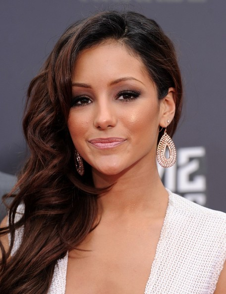 Melanie Iglesias earned a  million dollar salary, leaving the net worth at 0.200,000 million in 2017