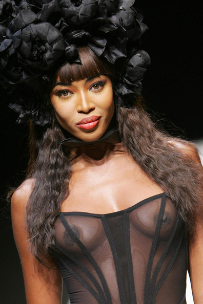 Naomi Campbell on the Runway - Pictures - Zimbio