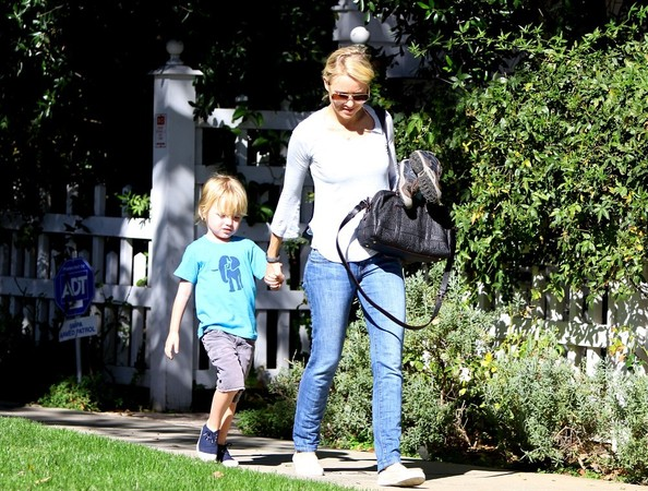 Naomi Watts - Liev Schreiber, Naomi Watts and Kids in Brentwood
