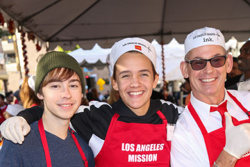 Noah Urrea Los Angeles Mission Thanksgiving For The Homeless