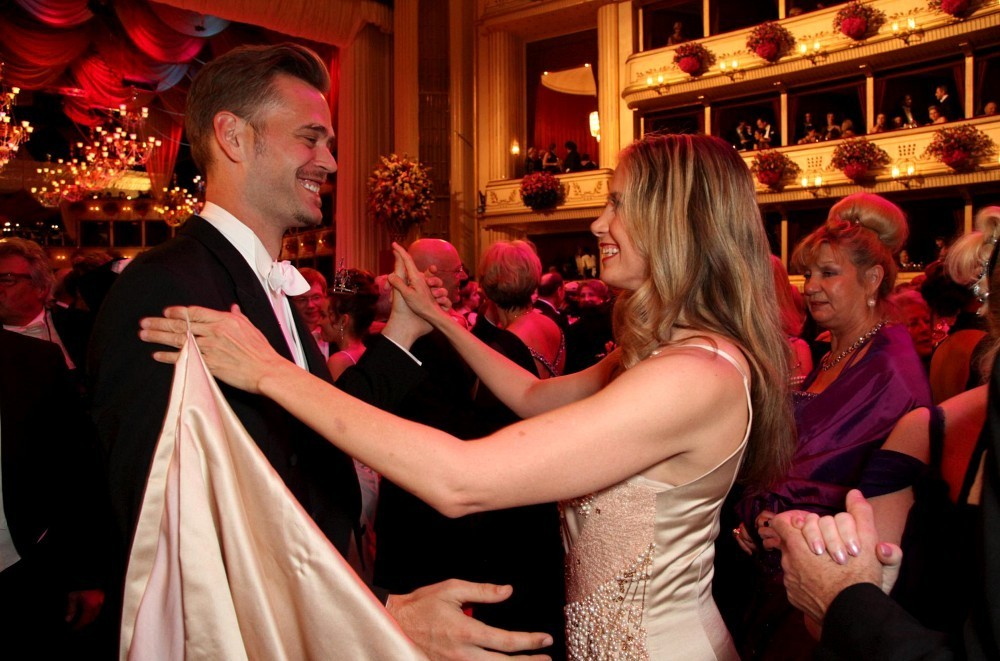 Happily married husband and wife: Christopher Backus and Mira Sorvino at Opernball 2013