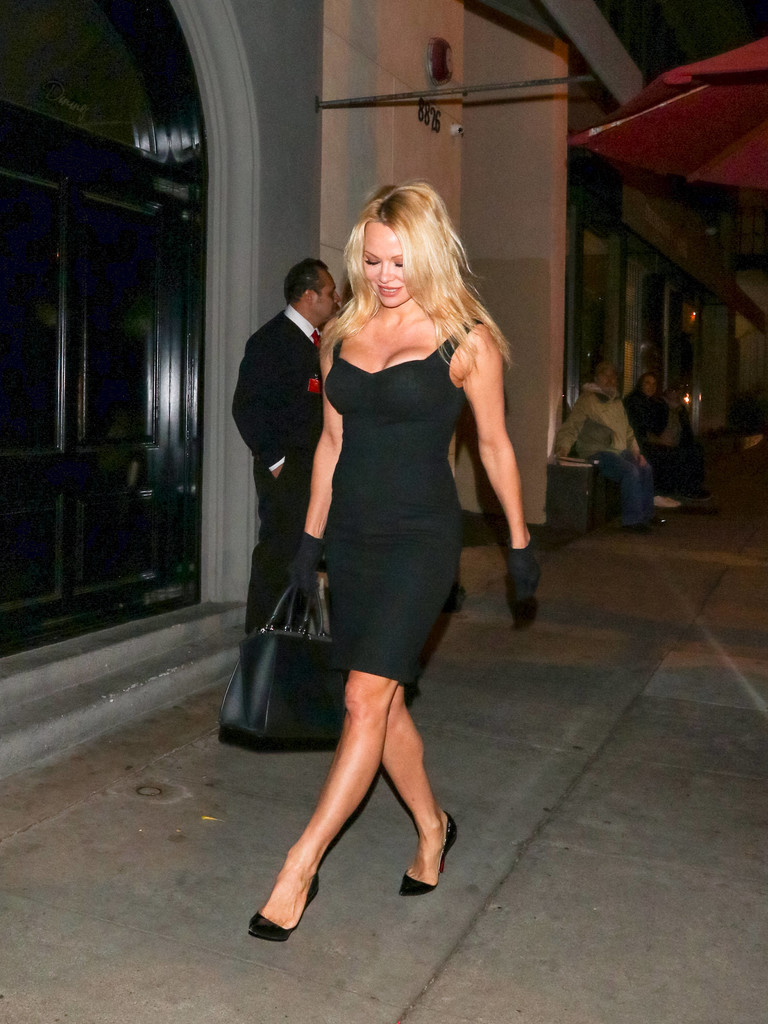 Pamela Anderson dinner at Craig's restaurant in West Hollywood March 26-2018