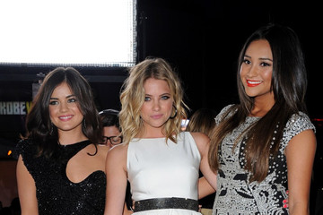 Lucy Hale Shay Mitchell People's Choice Awards 2012