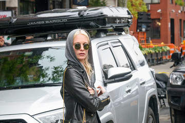Poppy Delevingne Poppy Delevingne Rocks Fashion-Forward Boots
