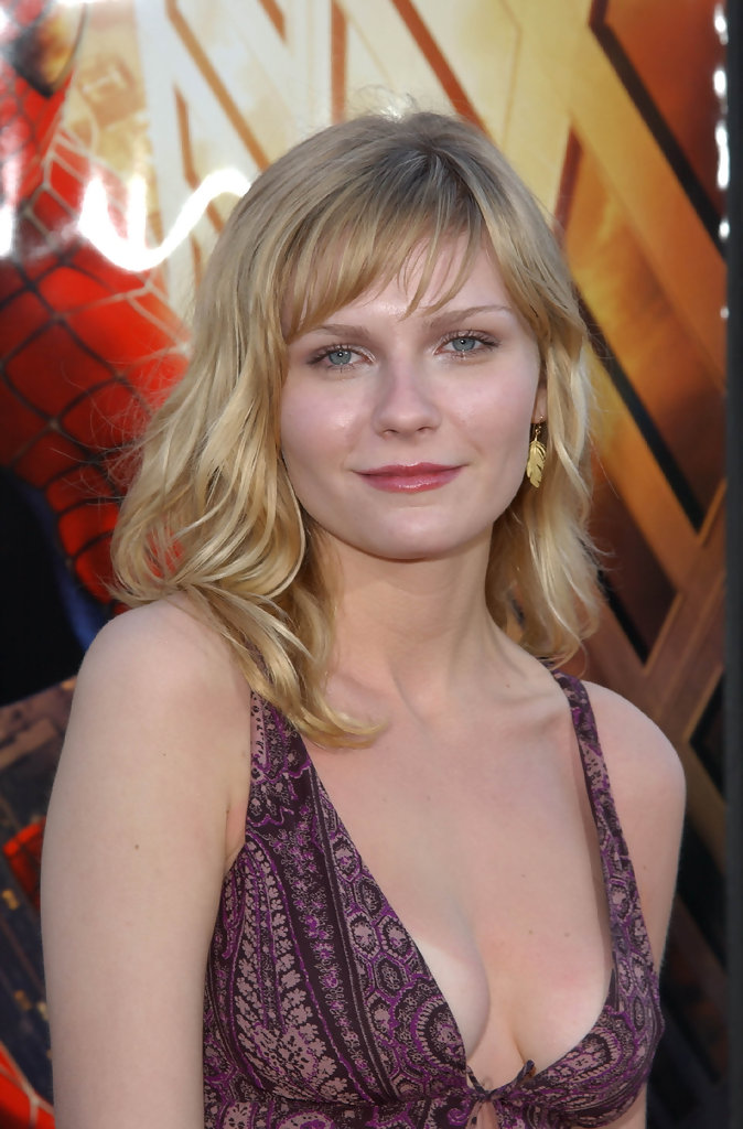 "Kirsten Dunst Photos Photos - Premiere of ""Spider-Man ... тоби магуайр"