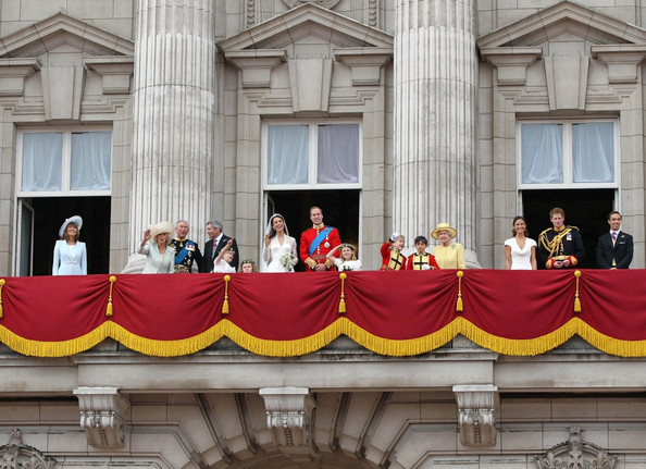 Prince william carole middleton photos photos royal for Queens wedding balcony