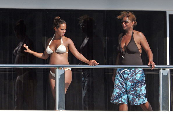 alicia keys on her honeymoon in this photo alicia keys queen latifah ... Queen Latifah And Alicia Keys