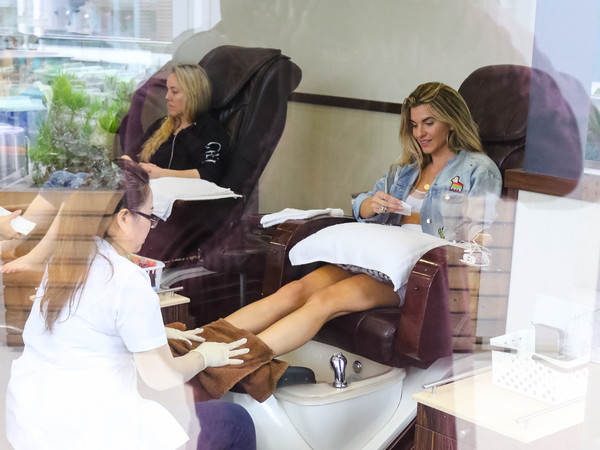 Rachel McCord gets her nails done in Beverly Hills