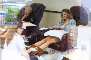 Rachel Mccord Rachel McCord gets her nails done in Beverly Hills