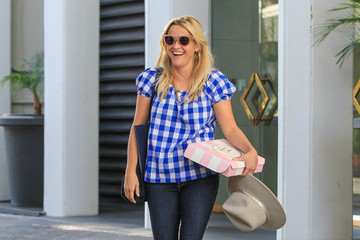 Reese Witherspoon Reese Witherspoon Spends Time at Her Office in Beverly Hills