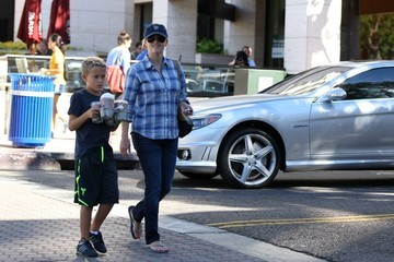 Reese Witherspoon Reese Witherspoon Picks Up Her Son
