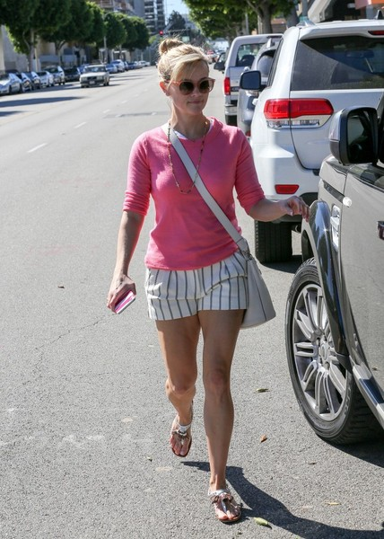 Reese Witherspoon Gets Pampered