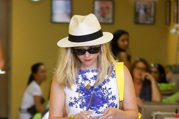 Reese Witherspoon Reese Witherspoon Rocks a Fedora