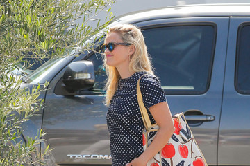 Reese Witherspoon Reese Witherspoon Takes a Walk