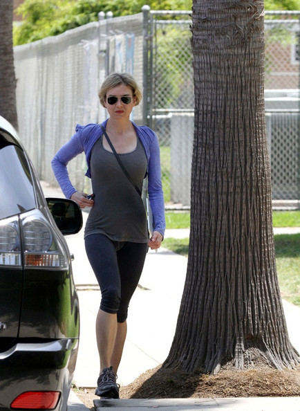 Renee Zellweger - Renee Zellweger Out and About