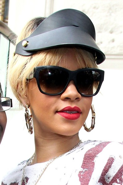 Rihanna - Rihanna Out in London