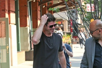 Robin Thicke Robin Thicke Steps Out with His Girlfriend