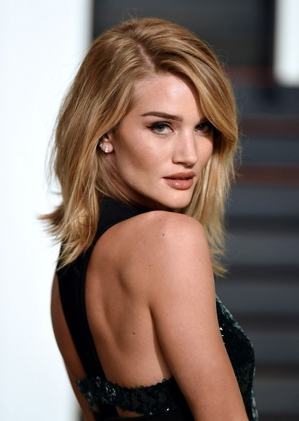 styles for layered hair rosie huntington whiteley photos photos at the 7140