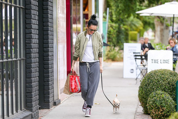 Rumer Willis Rumer Willis Strolls with Her Dog in Los Angeles