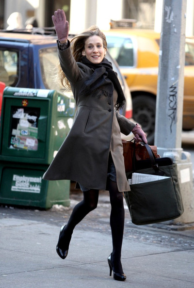 "Sarah Jessica Parker gets her cardio in while filming ""I don't know How She Does It"" on Fifth Avenue."