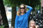 Sarah Jessica Parker walks her kids to school in New York City on May 22, 2013. (EROTEME.CO.UK)