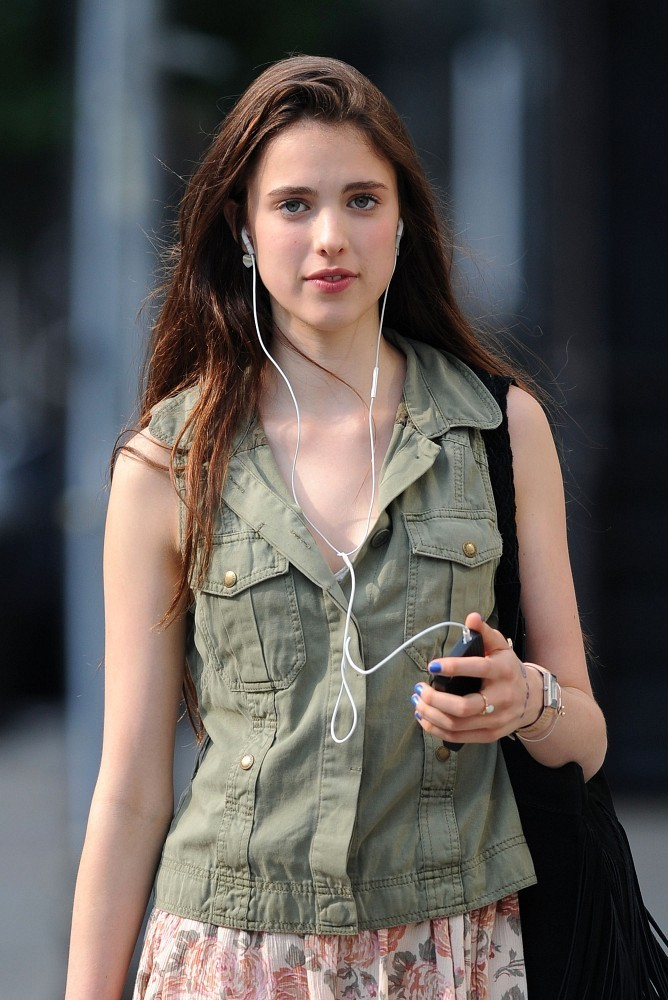 Sarah Margaret Qualley Runway Ready Gls Elle Fanning Downtown Nyc