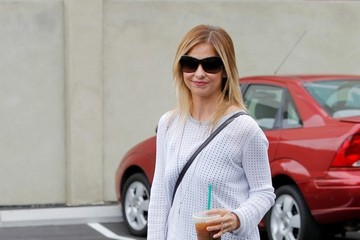 Sarah Michelle Gellar Sarah Michelle Gellar Picks Up Coffee