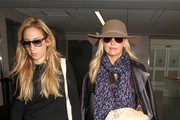 Sarah Michelle Gellar Grabs a Flight at LAX