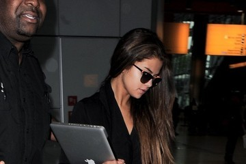 Selena Gomez arrives at Heathrow