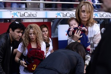 Shakira Shakira Out with Her Sons