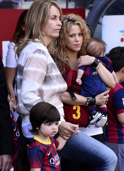 shakira photos photos shakira out with her sons zimbio