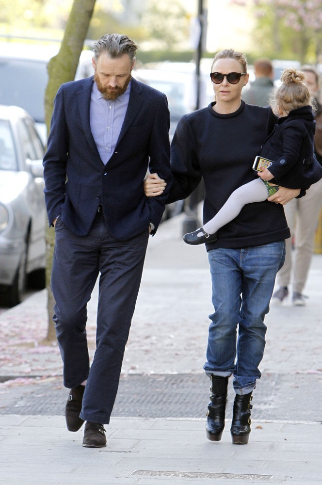 Stella Mccartney Photos Photos Stella Mccartney Walks With Her Family Zimbio