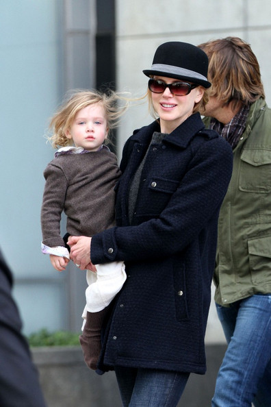 Sunday Rose Urban Nicole Kidman carries daughter Sunday Rose (b.