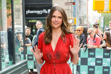 Sutton Foster Sutton Foster Attends A Build Series Event In NYC