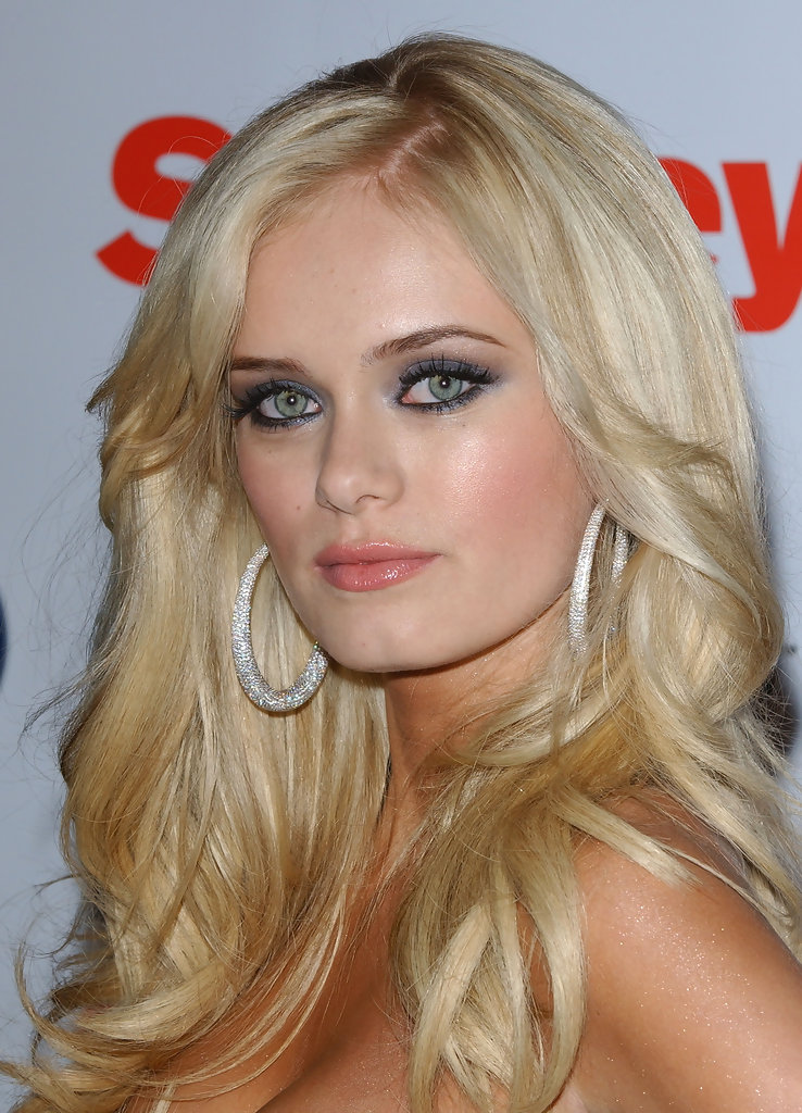 Sara paxton in the last house the left 2009 - 2 7