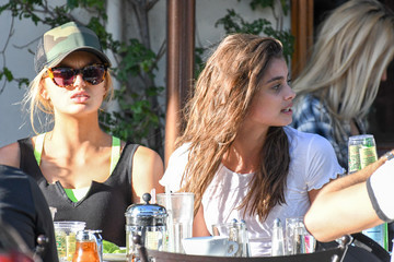Taylor Hill Taylor Hill Grabs Lunch With Her Mates