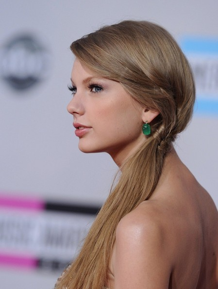 Braid of the Day: How to DIY Taylor Swift's Awards Show Ponytail