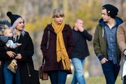 BYLINE: EROTEME.CO.UK.New couple, Taylor Swift and Harry Styles, walk around Central Park together along with another couple and their baby.