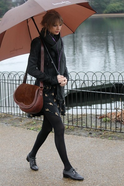 Taylor Swift - Taylor Swift Visits Hyde Park in London 4