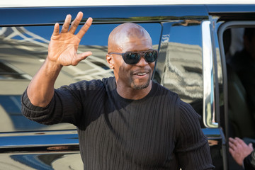 Terry Crews Terry Crews Waves to Fans at the Premiere of 'Pirates of the Caribbean: Dead Men Tell No Tales'
