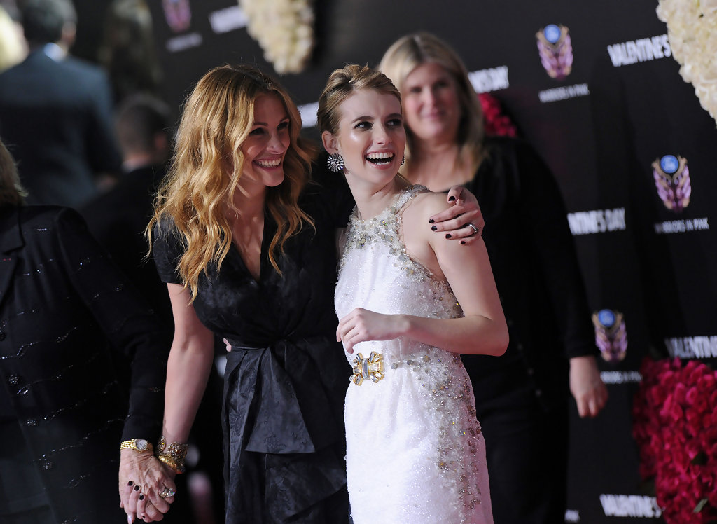 "Julia Roberts and Emma Roberts Photos Photos - ""Valentine ..."