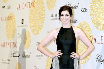 Anne Hathaway Valentino: 45 years of Couture!