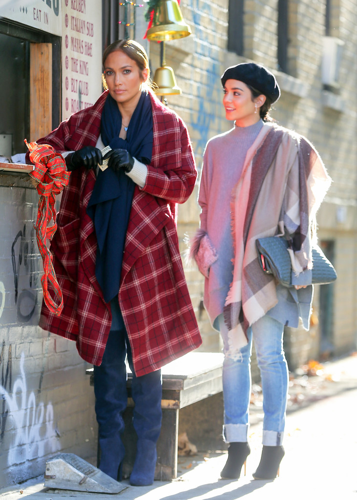 http://www2.pictures.zimbio.com/bg/Vanessa+Hudgens+movie+set+Second+Act+dneSS1vWYiyx.jpg