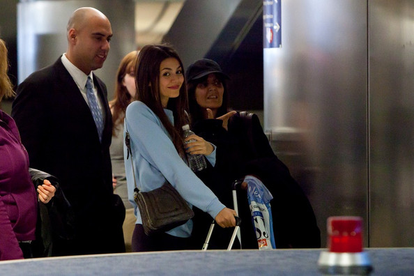 Victoria Justice Victoria Justice arrives at LAX (Los Angeles International Airport) waving the peace sign.