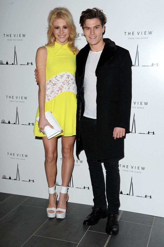 dating party at the shard Dean gaffney is currently dating set tongues wagging when he stepped out at ok magazine's 25th birthday party, which took place at the view from the shard.