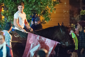 Zac Efron Zac Efron On the Set of 'Neighbors 2'