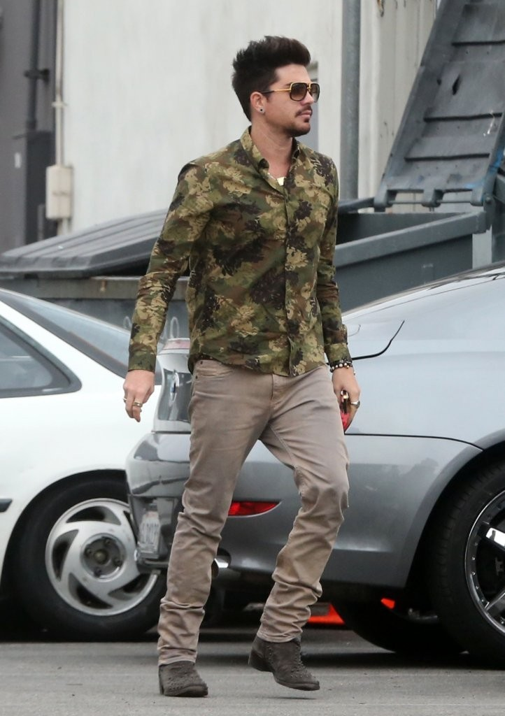 Adam Lambert - Adam Lambert Grabs His Lunch To Go
