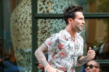 Adam Levine Adam Levine Runs To His Waiting SUV