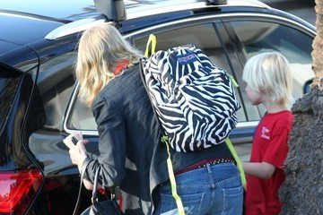 Alexander Schreiber Naomi Watts Picks Up Her Boys From School